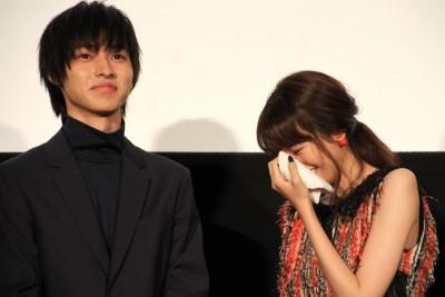 ヒロイン失格の舞台挨拶で涙をみせる桐谷美玲