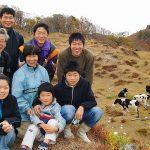 24年に及ぶ酪農大家族ドキュメンタリー『山懐に抱かれて』レビュー